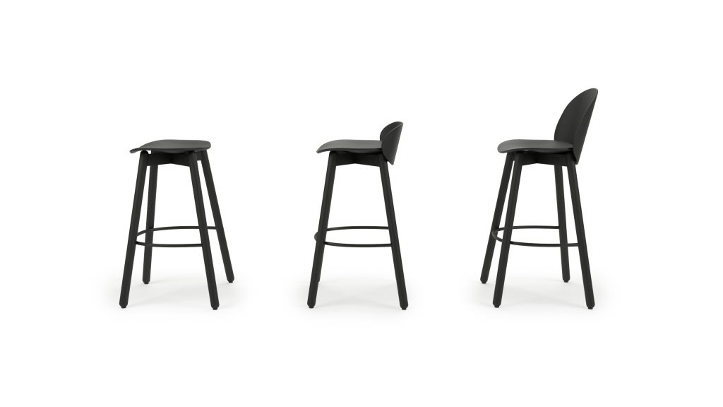 Beech bar stool 75_Studio_Mat zwart_Side_001A_V02
